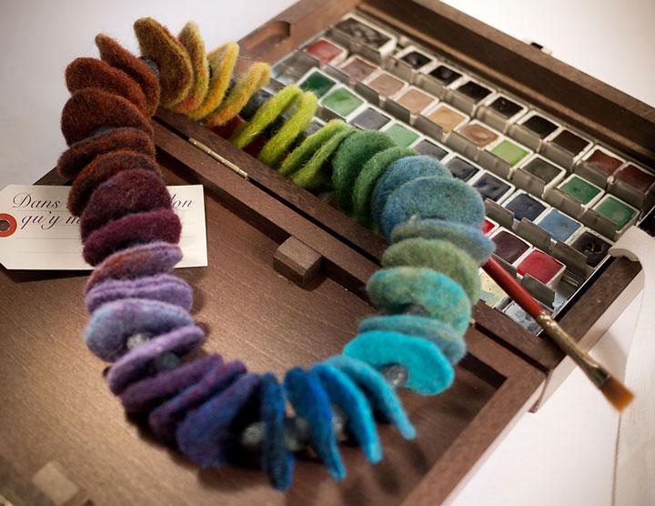 collier feutre harmonies colorees