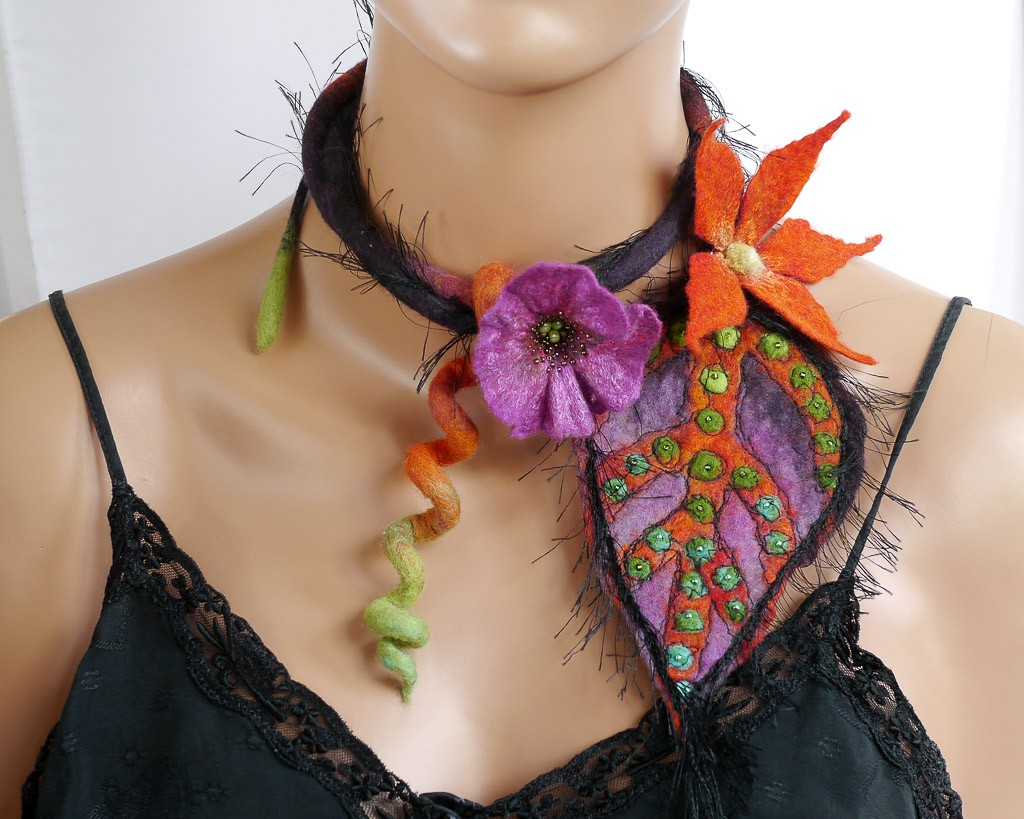 collier textile fleurs laine feutrée bohème violet