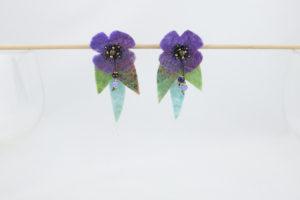 Boucles doreilles cllip fleur mauve perles ocailles