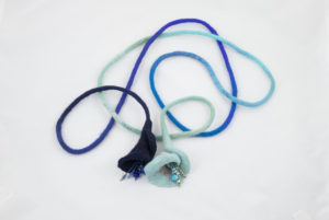 Long-long sautoir textile feutre perles turquoise bleu