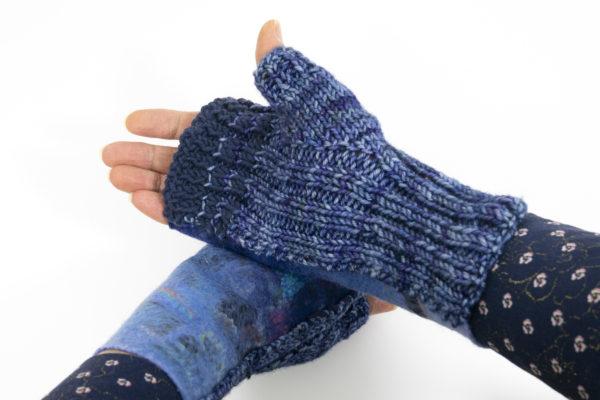 Mitaines laine feutrée et tricot bleu