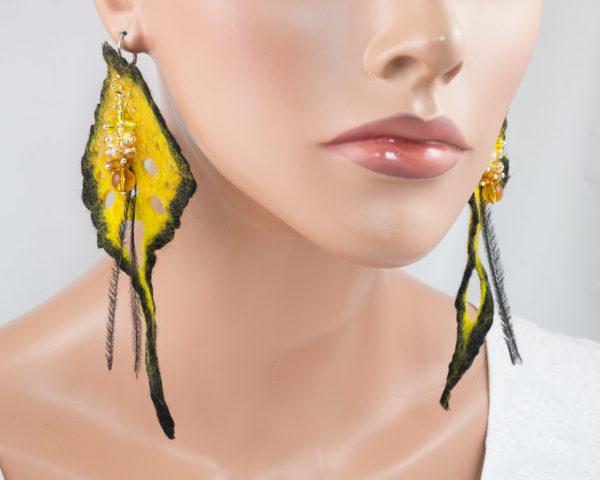 Longues boucle d'oreilles feuille ajourée feutre perles jaune