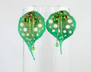boucle doreilles feuille ajouree feutre perles vert