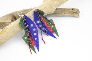 boucles d'oreilles franges perles rocailles feutre découpé bleu vert rouge