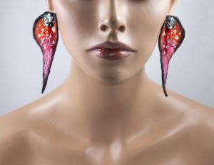 boucles oreilles feuilles ajourées feutre perles rouge orange