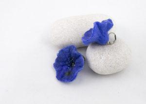 Boucles d'oreilles feutre broderie perles coquelicot bleu