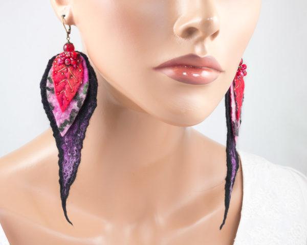 Longues boucles d'oreilles longues feuilles brodees perles rouge rose noir