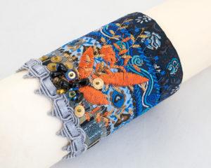 bracelet-manchette Rubans bleu Brodés orange, perles sequins