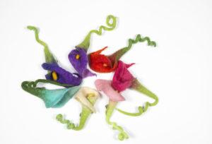 broche fleur Arum en laine feutrée