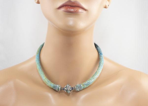 collier tour-de-cou perle verre lampwork turquoise ©dansmoncorbillon