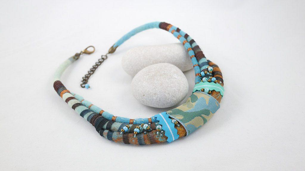 collier-tour-de-dou-cordons-rayes-rubans-turquoise-marron
