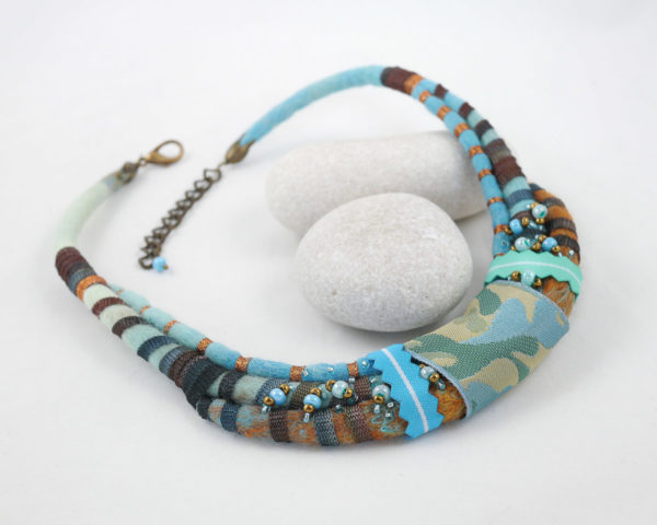 collier tour de cou cordons rubans turquoise marron
