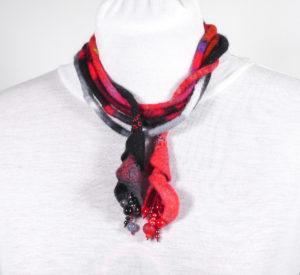 long-long-sautoir textile perles noir rouge