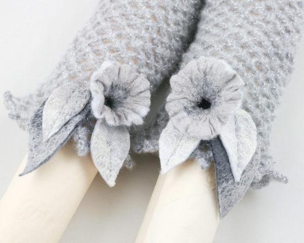 manchette dentelle crochet gris fleurs feutre