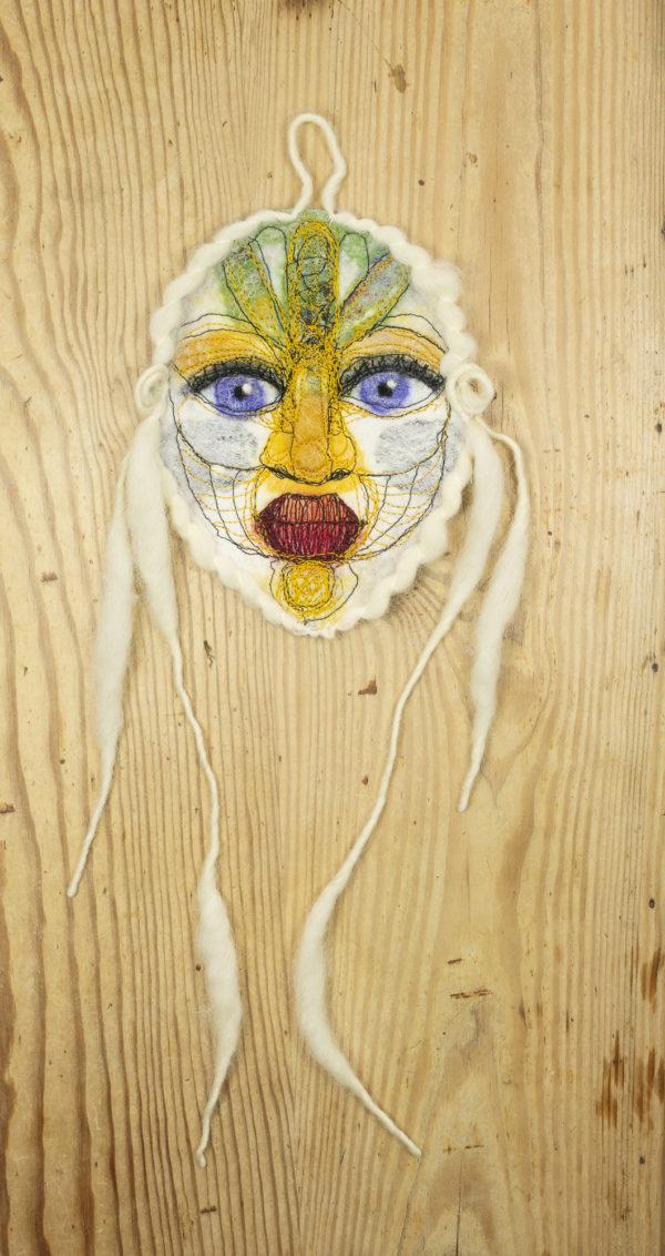 decoration muraule masque suspendre blanc petit