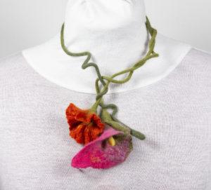 sautoir 2 fleurs Arum laine feutrée kaki Fuchsia orange