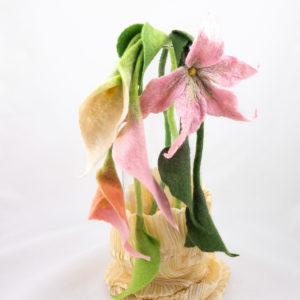 Collier-textile-echarpe-fleur-laine-feutre-arums-rose-pastel